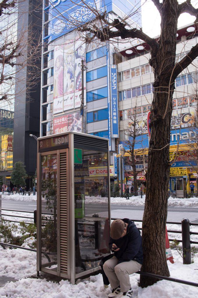 雪の日の公衆電話